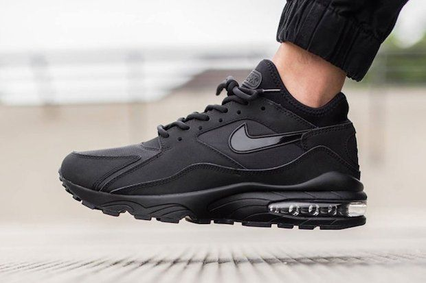 separation shoes 38370 fe4b3 nike air max invigor triple black