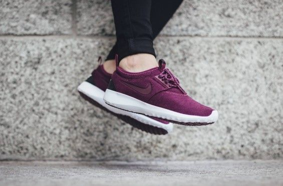 The women's-inclinedNike Juvenateis treated in a poly fleece fabric to essentially suit the colder months ahead.Free from its traditional all-mesh upper with a sock like construction, the ...